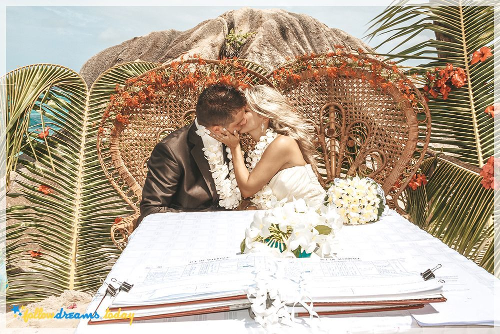 Exotic wedding picture on Seychelles